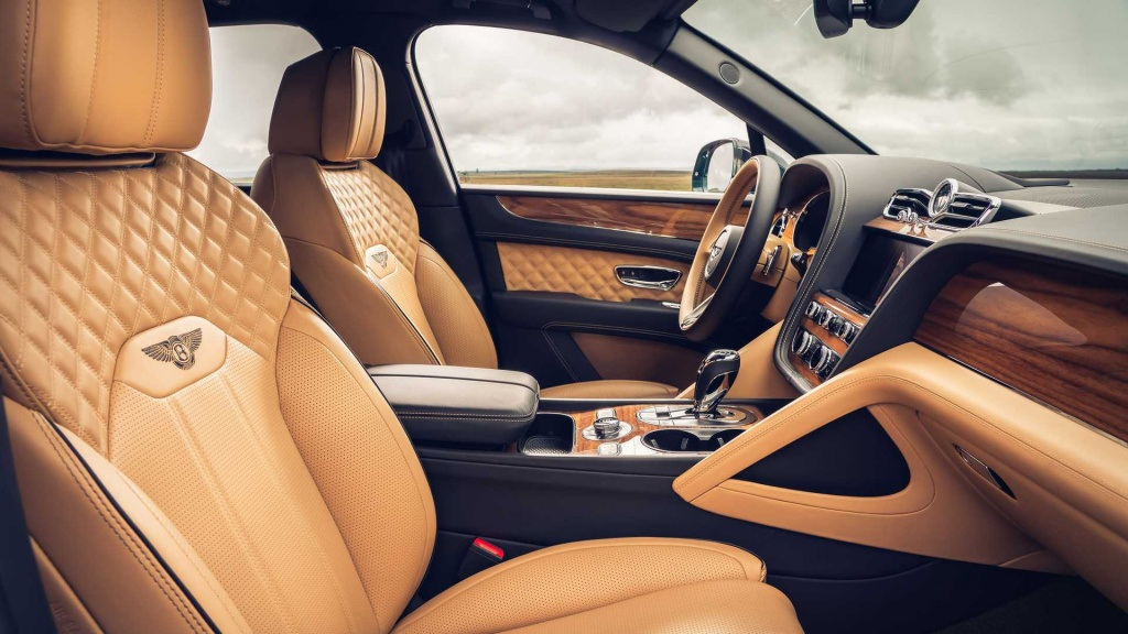 be-the-lord-captain-in-the-2021-bentley-bentayga-with-just-four-seats_3.jpg